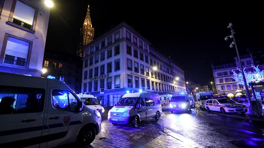Caça ao homem em França após ataque ao mercado de Natal de Estrasburgo
