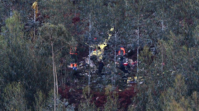 Destroços do helicóptero do INEM que se despenhou em Valongo, em dezembro de 2018. Foto: Octávio Passos/LUSA