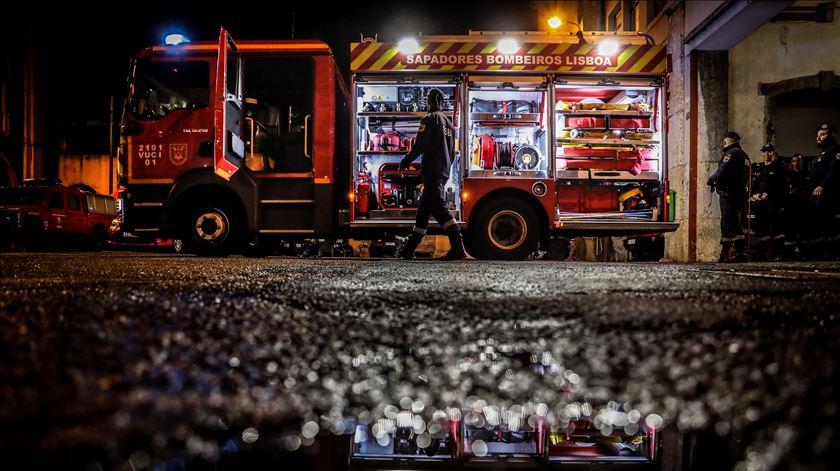 Lisboa. Incêndio em prédio de habitação faz um morto