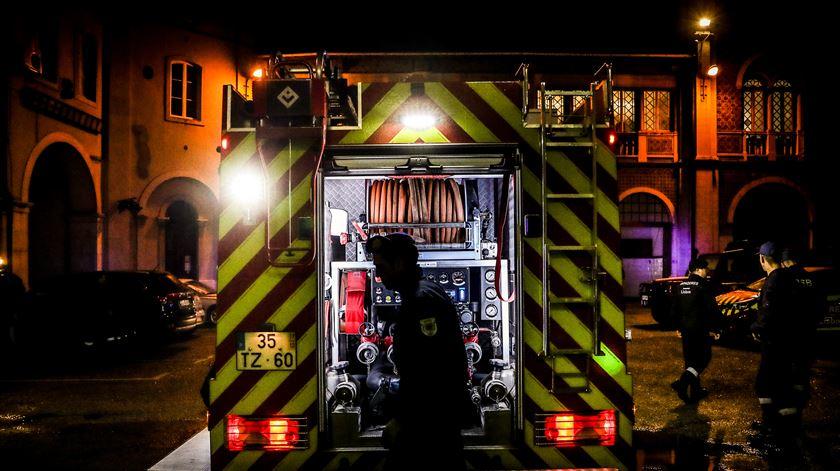 Realojamento em Loures devia ter sido feito antes do incêndio, diz proprietário dos terrenos