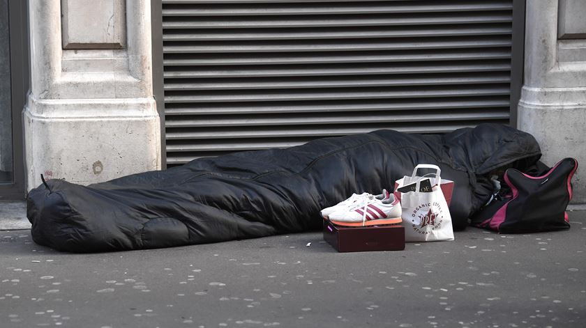 """Problema dos sem-abrigo """"não se resolve com soluções sociais nem sequer habitacionais"""". Foto: EPA"""