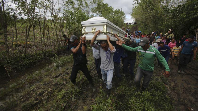 EUA. Morte de segunda criança migrante motiva exames médicos em todos os menores