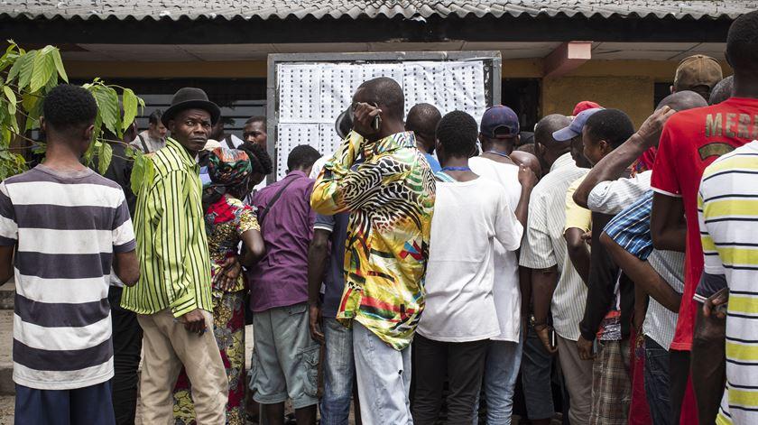 Congoleses votam entre cheias e suspeitas de fraude