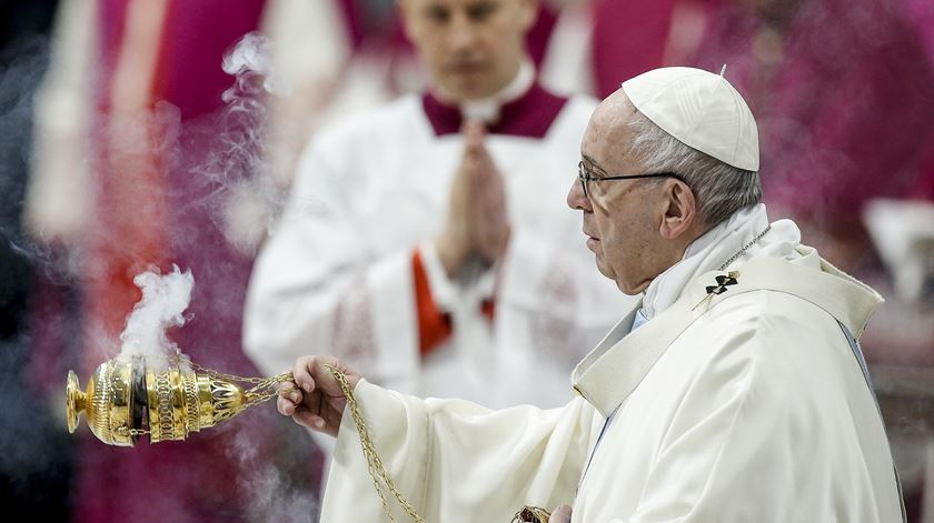 Papa começa ano com mensagem de valorização da maternidade