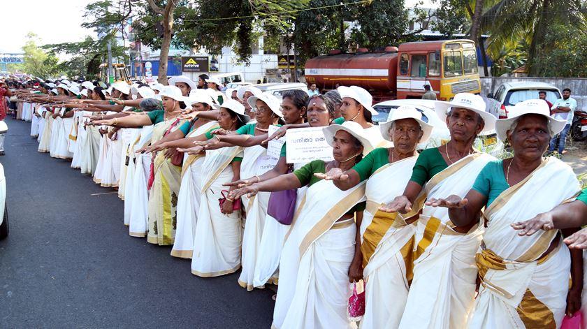Cinco milhões de mulheres formam cordão humano pela igualdade de género na Índia