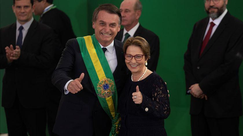 Bolsonaro assume controlo das terras dos índios