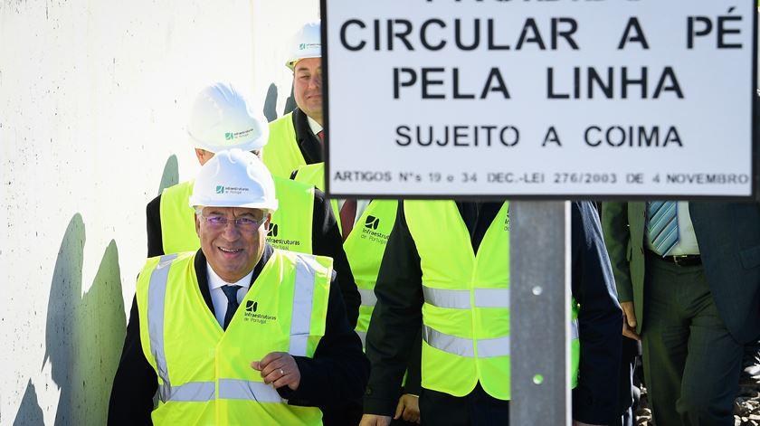 O primeiro-ministro inteirou-se dos planos para a modernização e eletrificação da Linha do Douro. Foto: Octávio Passos/Lusa