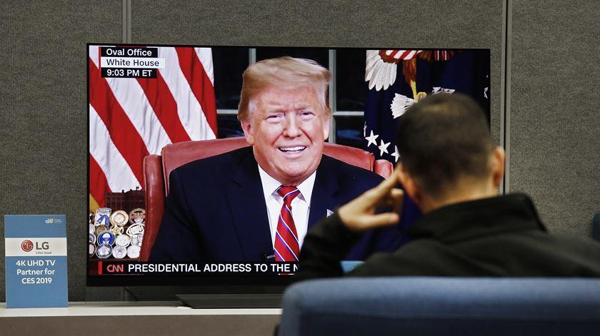 """Trump não desiste do muro com o México e alega uma """"crescente crise humanitária"""""""