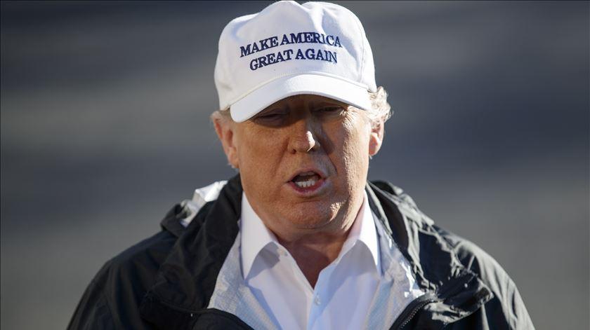 Supremo autoriza restrições de Trump à imigração