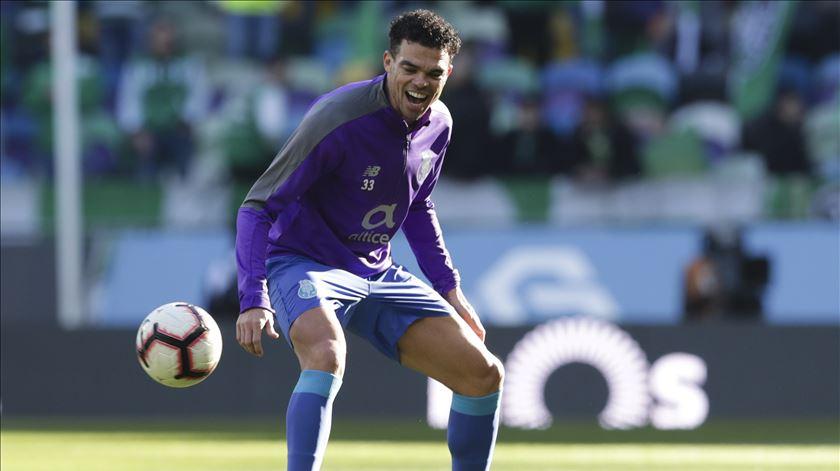 Pepe pode estrear-se pelo Porto, na Liga dos Campeões, em Roma. Foto: Tiago Petinga/Lusa