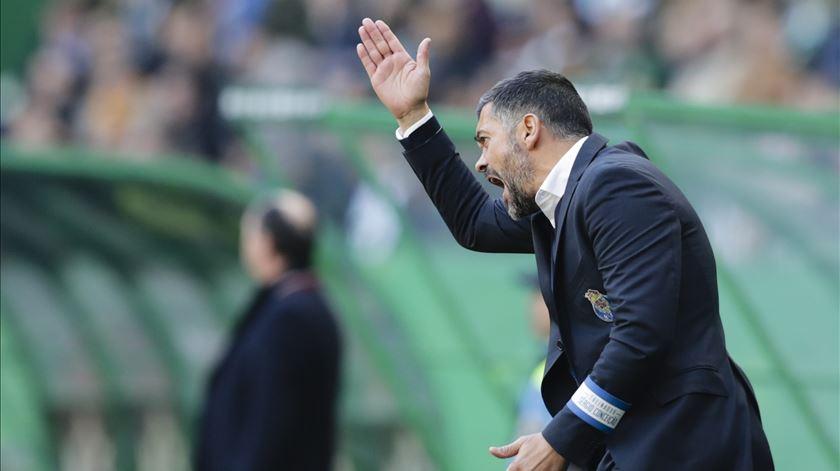 Sérgio lamenta a perda de dois pontos. Foto: Tiago Petinga/Lusa