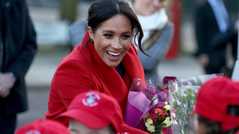A duquesa de Sussex, em contacto com a população de Birkenhead. Foto: Nigel Roddis/EPA