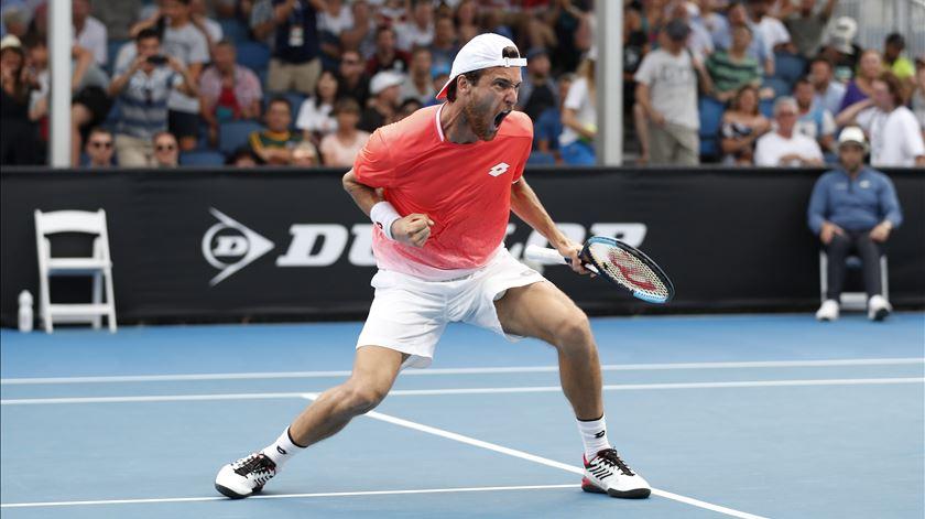 João Sousa no Open da Austrália. Foto: Ritchie Tongo/EPA