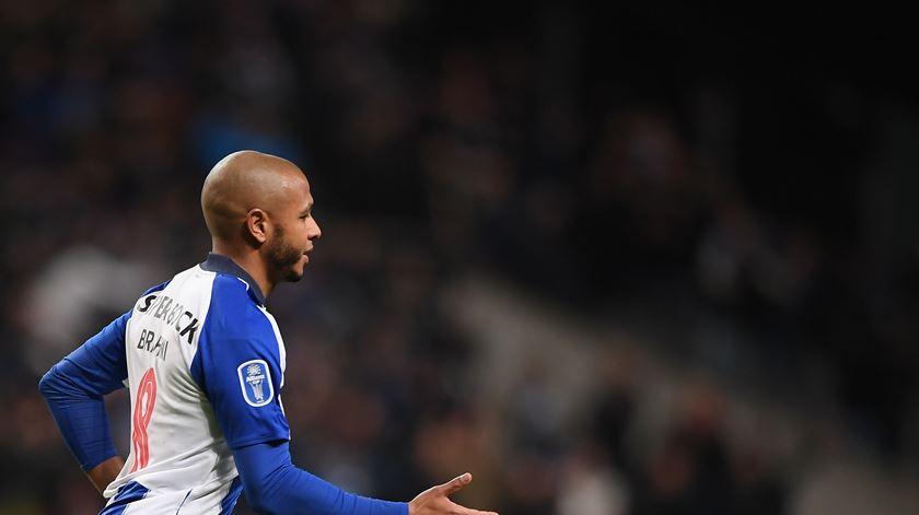 Contrato de Brahimi na origem de multa da FIFA ao FC Porto