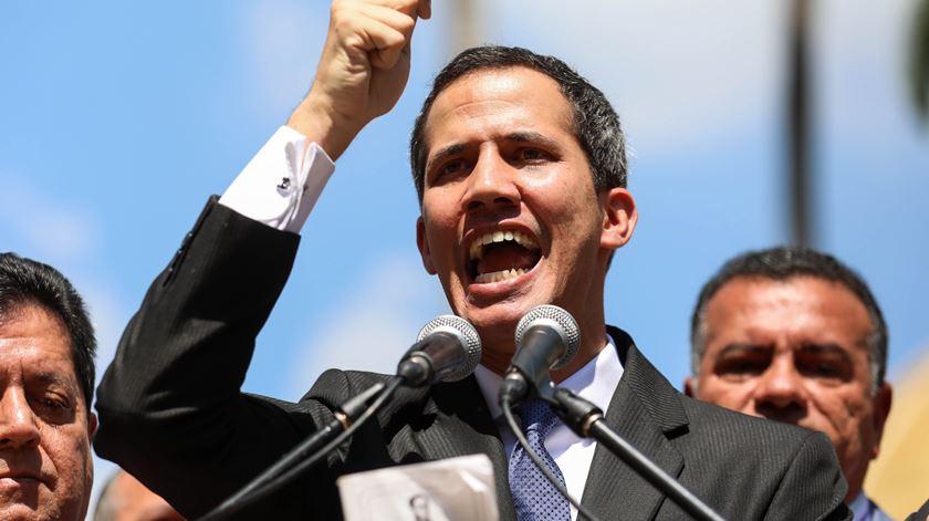 O momento em que Juan Guaidó se declara Presidente interino da Venezuela