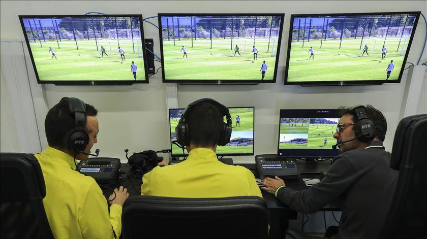 Há novas leis para o futebol, mas fora de jogo fica na mesma