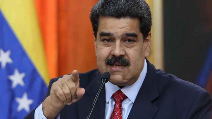 Maduro declara alerta na fronteira com a Colômbia e ordena exercício militar