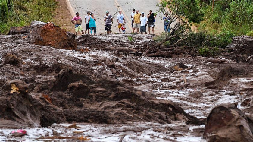 Número de mortos em barragem de Minas Gerais sobe para 63