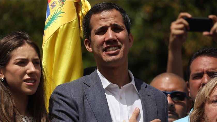 EUA pedem aos militares venezuelanos para se juntarem a Guaidó