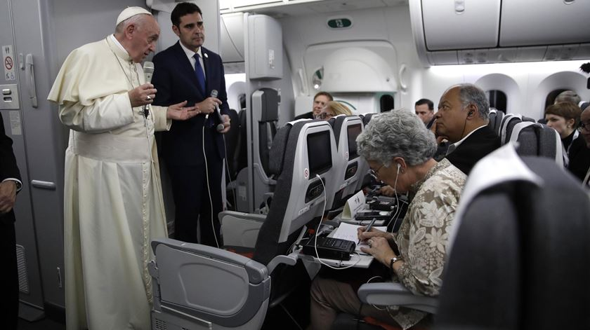 Papa esclarece que não vai acabar com o celibato para os padres