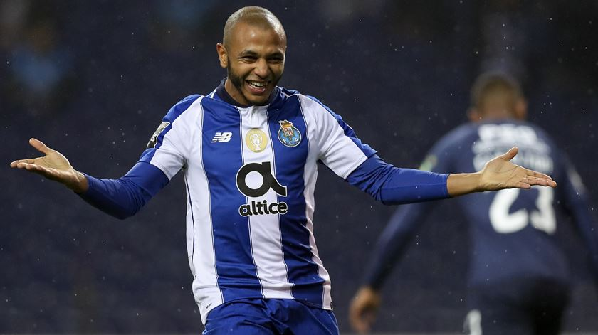 Al-Rayyan confirma contratação de Brahimi