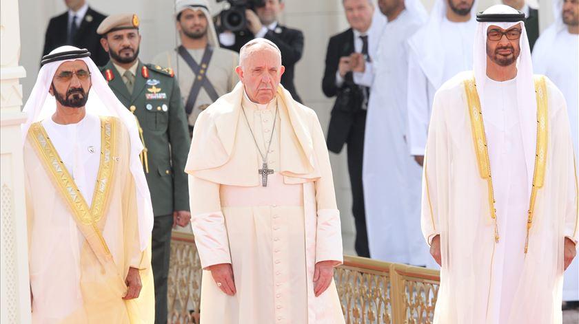Papa está nos Emirados Árabes Unidos para uma visita histórica