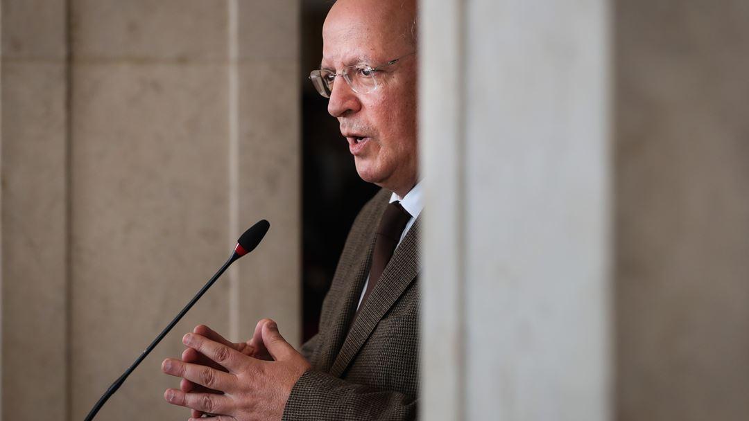 """Santos Silva tem repetido que esta é uma """"questão muito complexa"""" que """"não se resolve com facilidade"""". Foto: Mário Cruz/Lusa"""