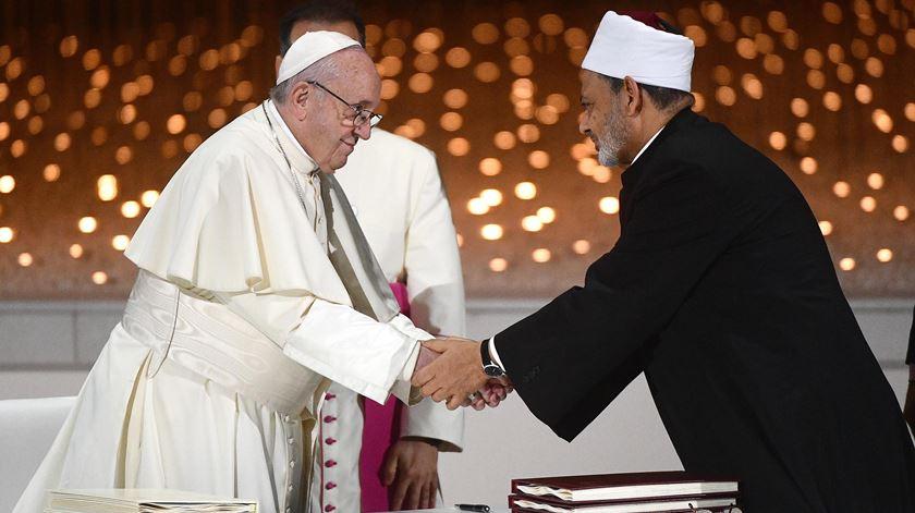Papa Francisco diz que líderes religiosos têm o dever de rejeitar a guerra