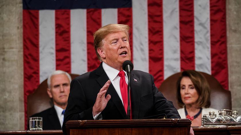 Estado da União. Do Trump que adormeceu a ouvir Trump ao aplauso irónico de Pelosi