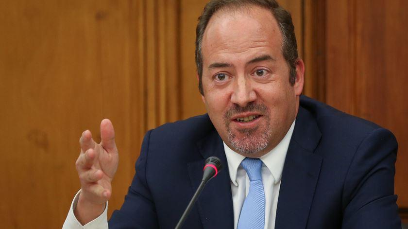 """Ex-ministro Álvaro Santos Pereira denuncia """"compadrio entre privados e Estado"""" na energia"""