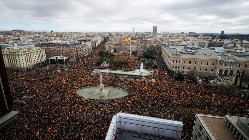 Milhares nas ruas de Madrid pedem eleições antecipadas em Espanha