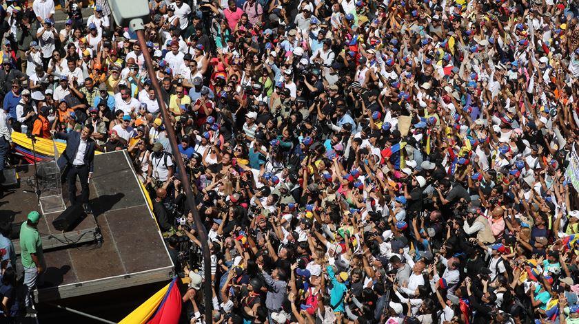Guaidó anuncia data para entrada de ajuda humanitária na Venezuela