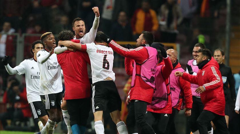 Vitória inédita na Turquia aproxima Benfica dos oitavos de final