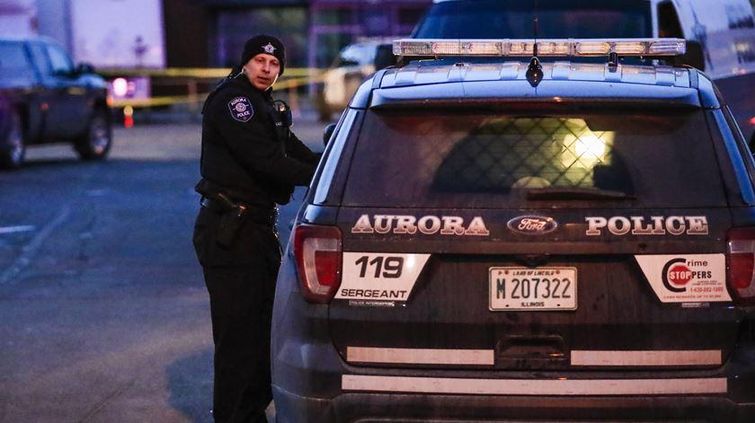 Tiroteio faz cinco mortos e vários feridos nos Estados Unidos