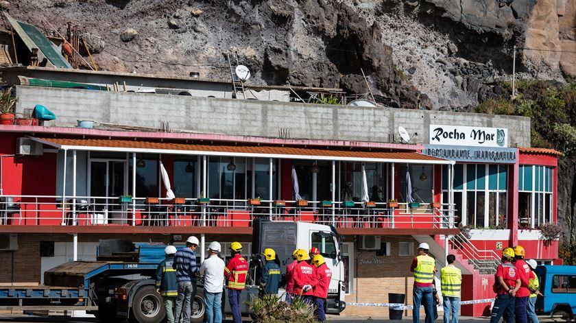 Jovem morre soterrada após derrocada em restaurante na Madeira