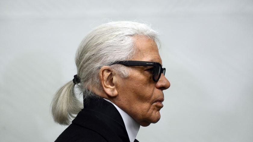 Morreu Karl Lagerfeld, o diretor criativo da Chanel