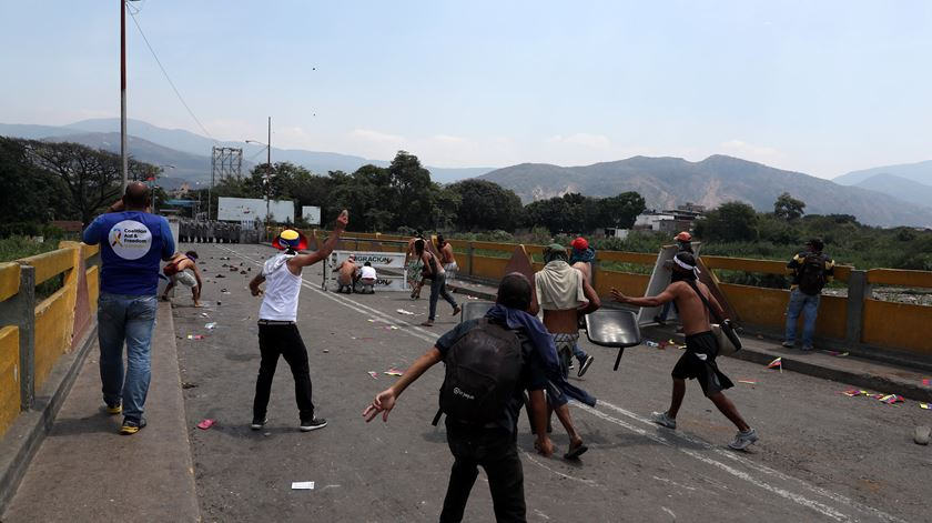 """""""A Venezuela enfrenta dois problemas: o primeiro chama-se Maduro, o segundo é o Governo dos EUA"""""""