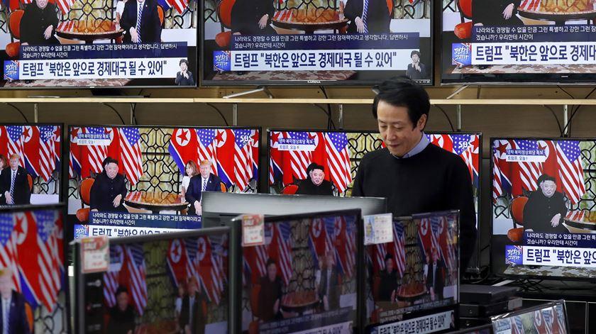 Cimeira Trump-Kim termina sem acordo