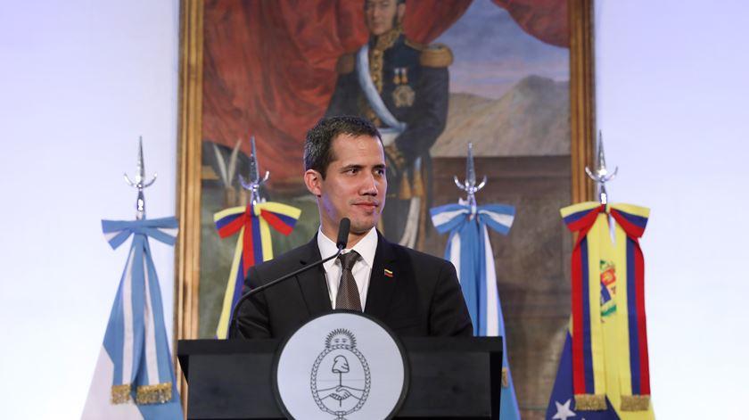 Tribunal britânico decide que é Juan Guaidó quem manda nas reservas de ouro venezuelanas