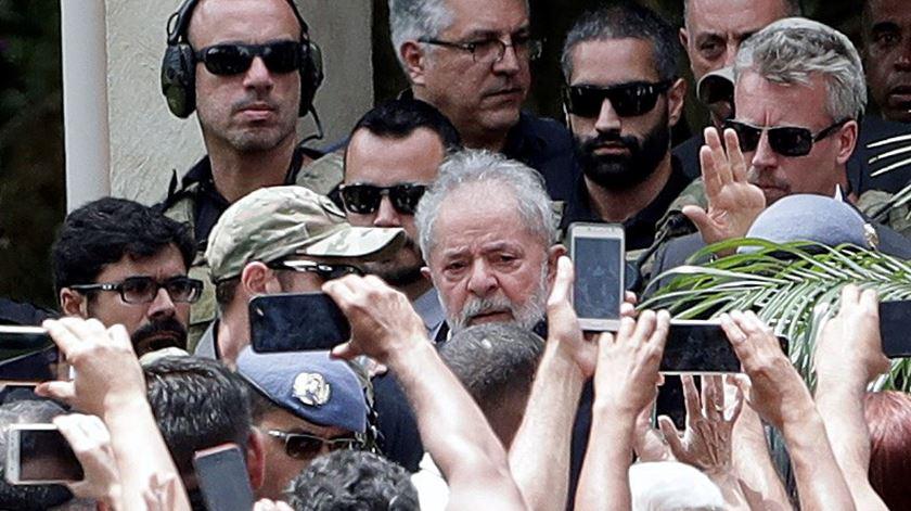 """Juristas de 11 países dizem-se """"chocados"""" com processos contra Lula da Silva"""