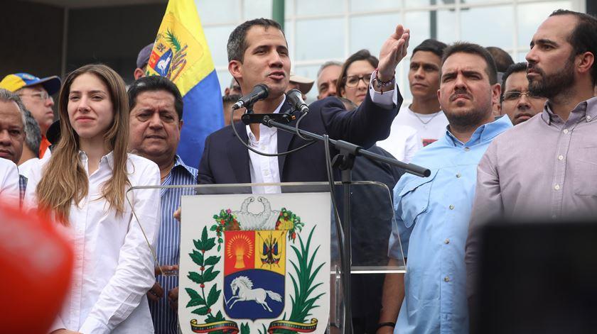 """Juan Guaidó. """"Quem usurpa funções não é Presidente"""""""