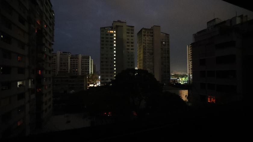 """""""Apagão"""" deixa meia Venezuela às escuras"""