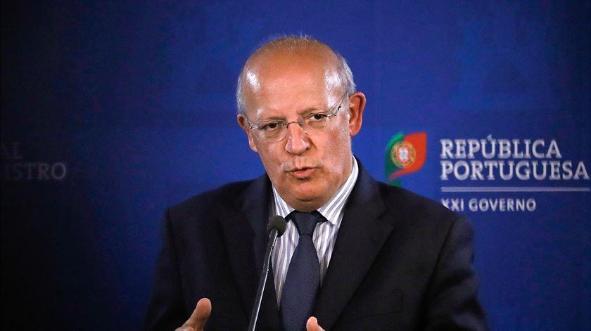 """""""Se há redes de corrupção estou certo que o Ministério Público está a investigar"""", diz ministro Augusto Santos Silva"""