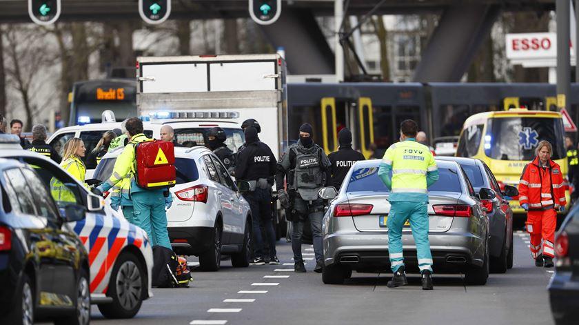 Atentado na Holanda faz três mortos e nove feridos