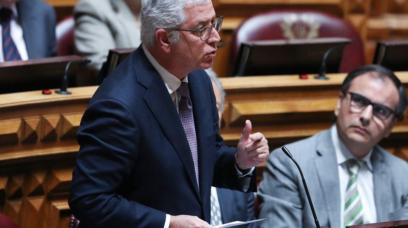 """Esquerda acusa PSD e CDS de """"traição"""" aos professores, Negrão responde: """"Não suporto o PS"""""""