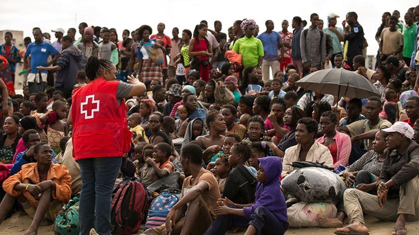 Moçambique. Multiplicam-se esforços de resgate e entrega de ajuda