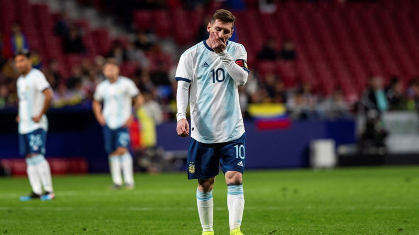 Argentina perde no regresso de Messi