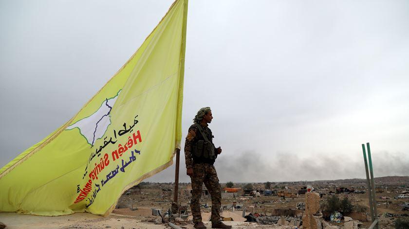 As Forças Democráticas da Síria derrotaram o Estado Islâmico. Agora temem uma invasão da Turquia. Foto: Ahmed Mardnli/EPA