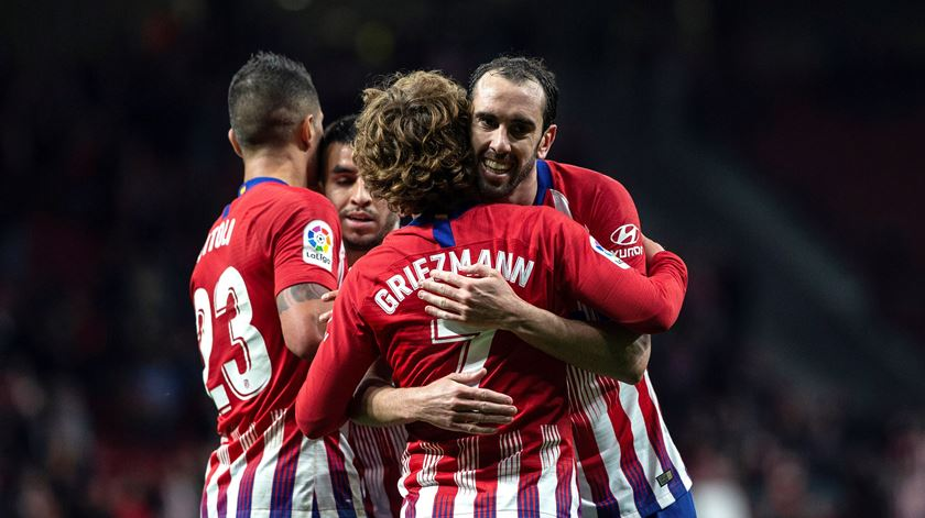 Atlético bate Valência e adia título do Barcelona