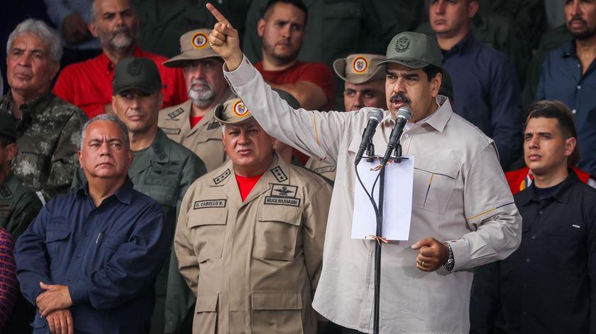 """EUA dizem que Maduro vai abandonar Caracas """"dentro de uma semana ou um mês"""""""